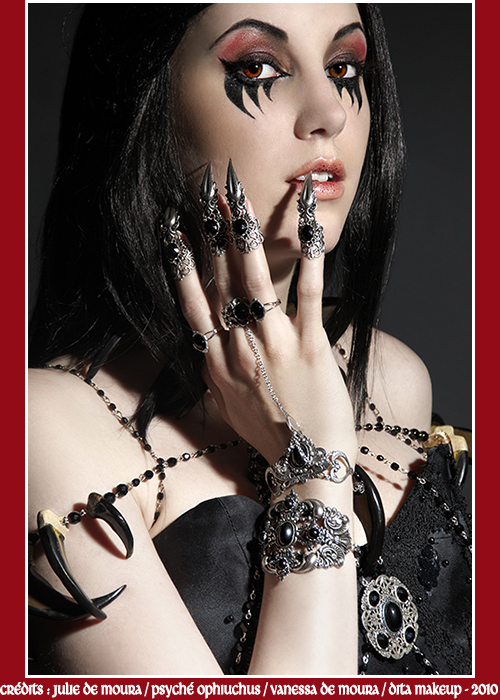 black gothic claw ring