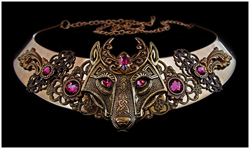 Collier loup lune violet.jpg