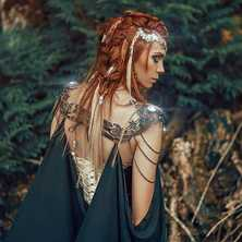 🍃 Regrann from amazing @spectra_mystic 🌳  With such a magical team 🌳 Photographer @laurent.cgartist  Cloak @fairycave  Crown & Rings @amonseuldesir_boutique  🍃 #Elve #Elven #ElfBeauty #ElfGirl #ElfCosplay #ElfEars #Woodland #IntoTheWoods #FantasyGirl #ElfCostume #RedHead #RedHair