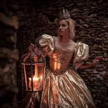 👑⭐ Photographer @tiwychan  Model & Dress @laetiblondy  MakeUp & Hair @groet_jennifer  Crown & Jewelry @amonseuldesir_boutique  ⭐👑 #LightInTheDark #GoldDress #LostPrincess #OnceUponATime #FairyTale #Lantern #LightInTheDarkness #PrincessDress #LightInTheNight