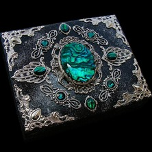 """🍀 """"EMERALDOLOGY"""" JEWELRY BOX available in my ETSY STORE 🍀 ♡ This is One-of-a-kind item ♡ ☆ ETSY LINK in BIO ☆ 🍀 #JewelBox #Abalone #MedievalStyle #JewelryBox #PauaShell #ElvenStyle #Emerald #EmeraldGreen #GreenStone #Haliotis"""