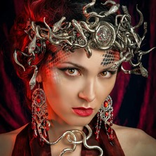❤💀 Photographer @stark.janus  Model @alto_mariya  MakeUp & Hair @groet_jennifer  Stylism @linn.bellah  Crown & Jewelry @amonseuldesir_boutique  💀❤ #Medusa #MedusaHair #MedusaCosplay #GreekMythology #GreekGoddess #MedusaCrown #SnakeCrown #MythicalGoddess #AncientGreece #Mythical #Gorgona