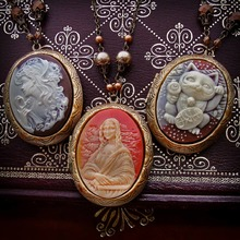 🌰 New CAMEO LOCKETS available in My ETSY Shop 📩 ( ♧--> Link for ETSY in BIO <--♧ )  🌰  #CameoNecklace #Cameos #Locket #Vintage #Retro #VictorianNecklace #Cameo